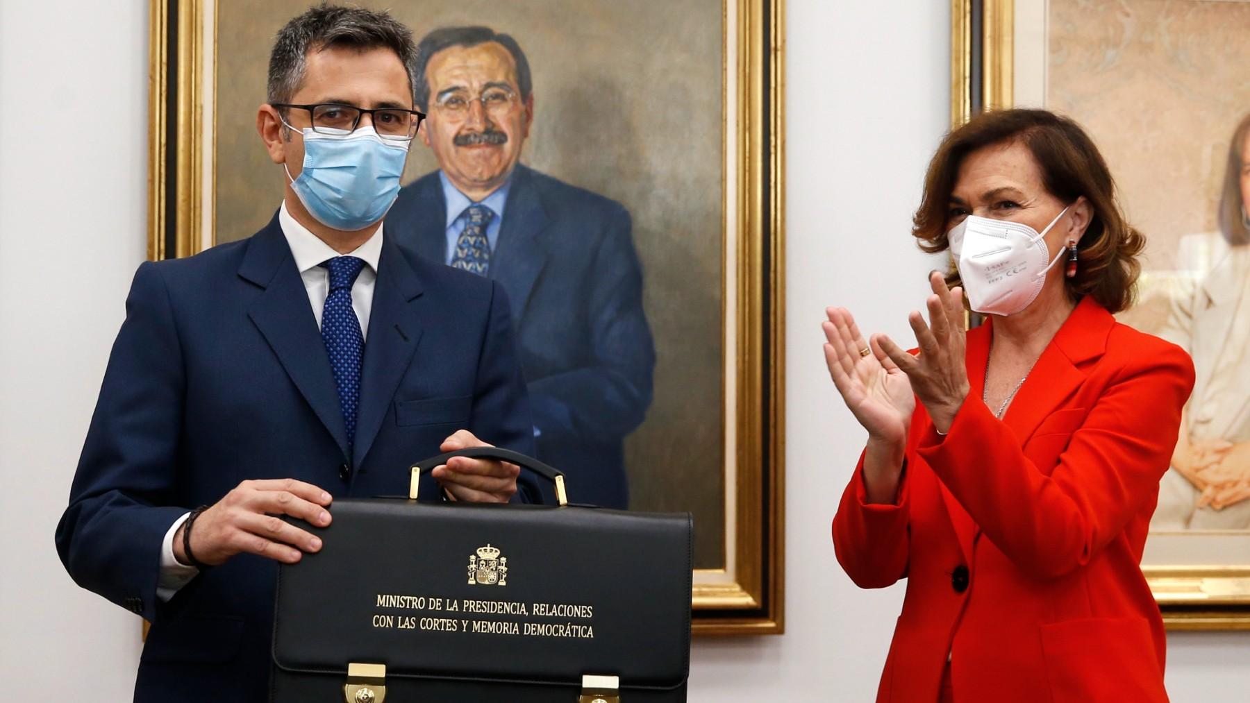 Félix Bolaños junto a Carmen Calvo. (Foto: Efe)