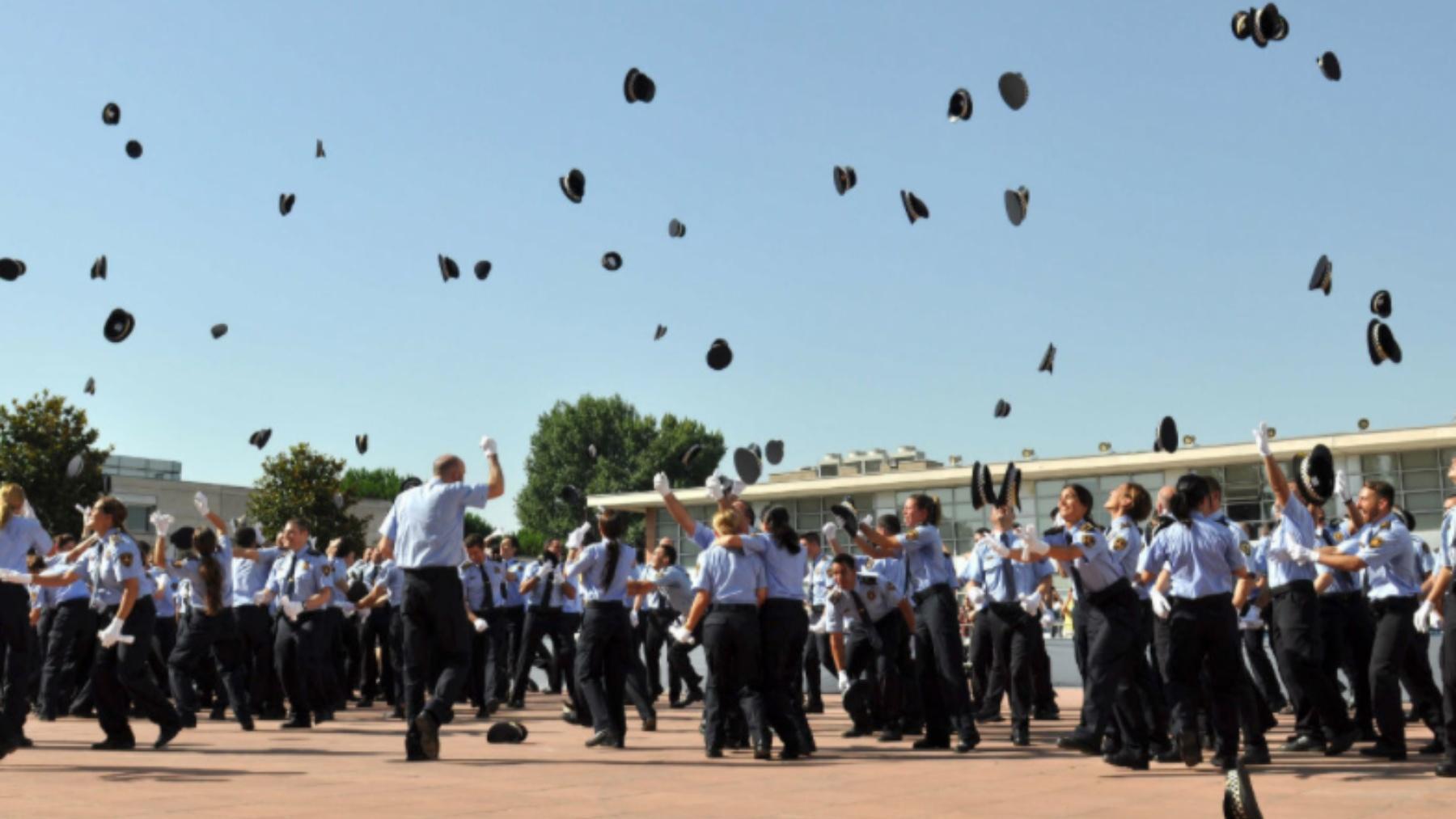 Acto de promoción en la escuela de policía de Cataluña.