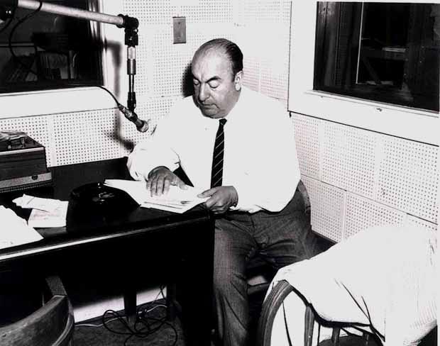 Las 10 frases más increíble de Pablo Neruda en el día de su nacimiento