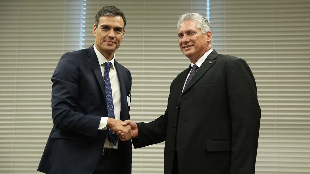 Pedro Sánchez con el presidente de Cuba, Miguel Díaz-Canel.