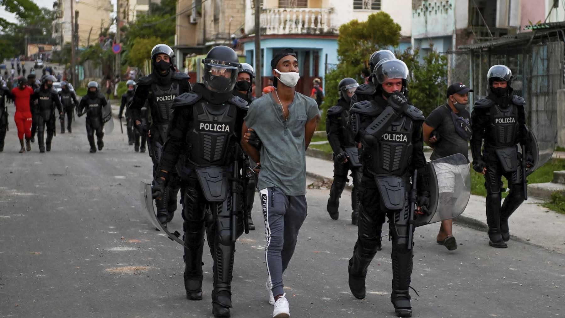 Un cubano es detenido por manifestarse.