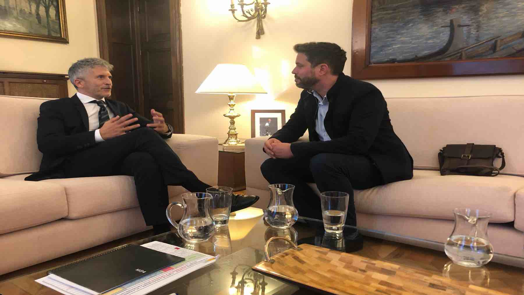 José Miguel Cedillo, víctima de ETA, reunido con el ministro Marlaska en 2018 (EUROPA PRESS).