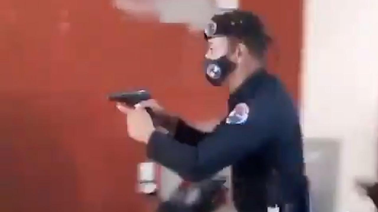 Momento del asalto policial a la vivienda.