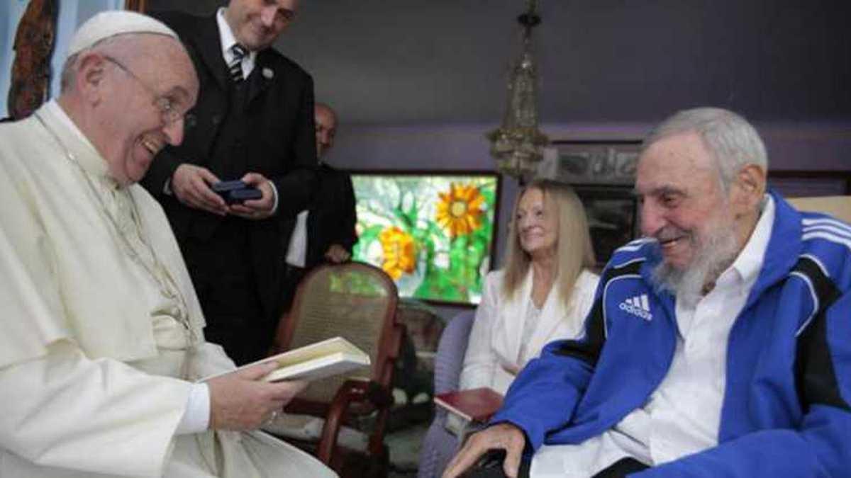 El Papa Francisco y  Fidel Castro en 2015.