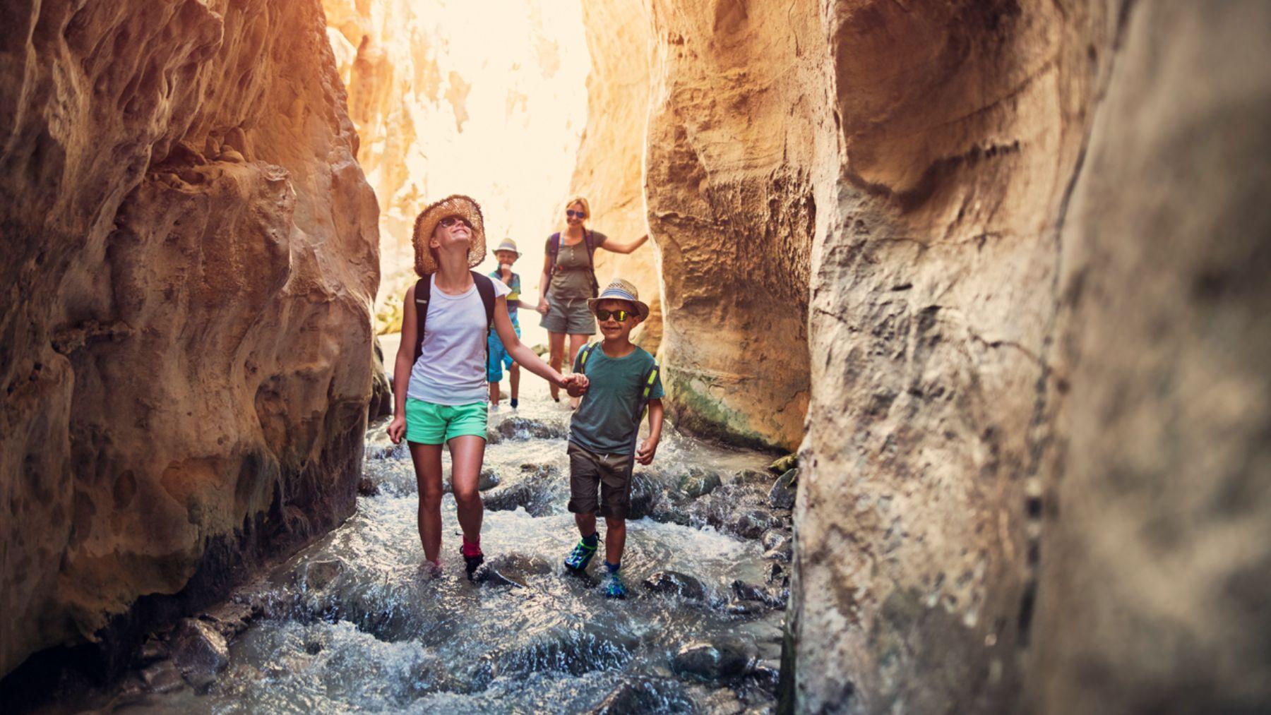 Disfruta de los mejores destinos económicos para viajar con niños en verano