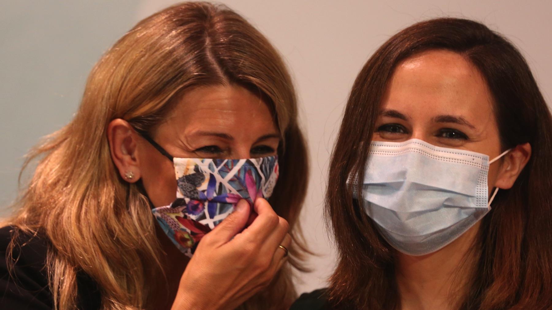 Yolanda Díaz junto a Ione Belarra. (Foto: EP)