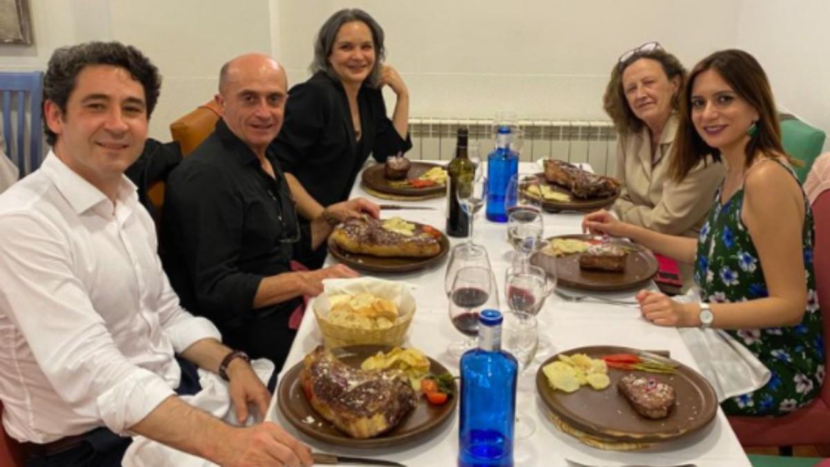Momento de la degustación del plato de carne en Ávila.