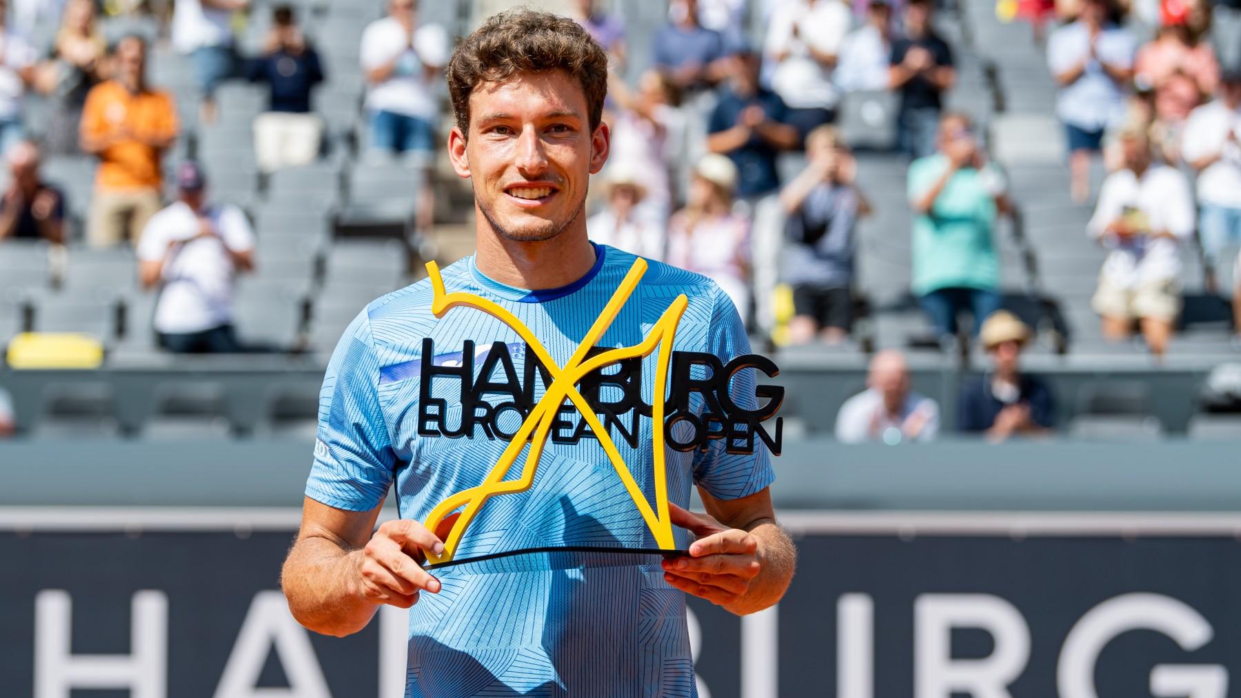 Carreño, con el trofeo de campeón en Hamburgo. (Getty)