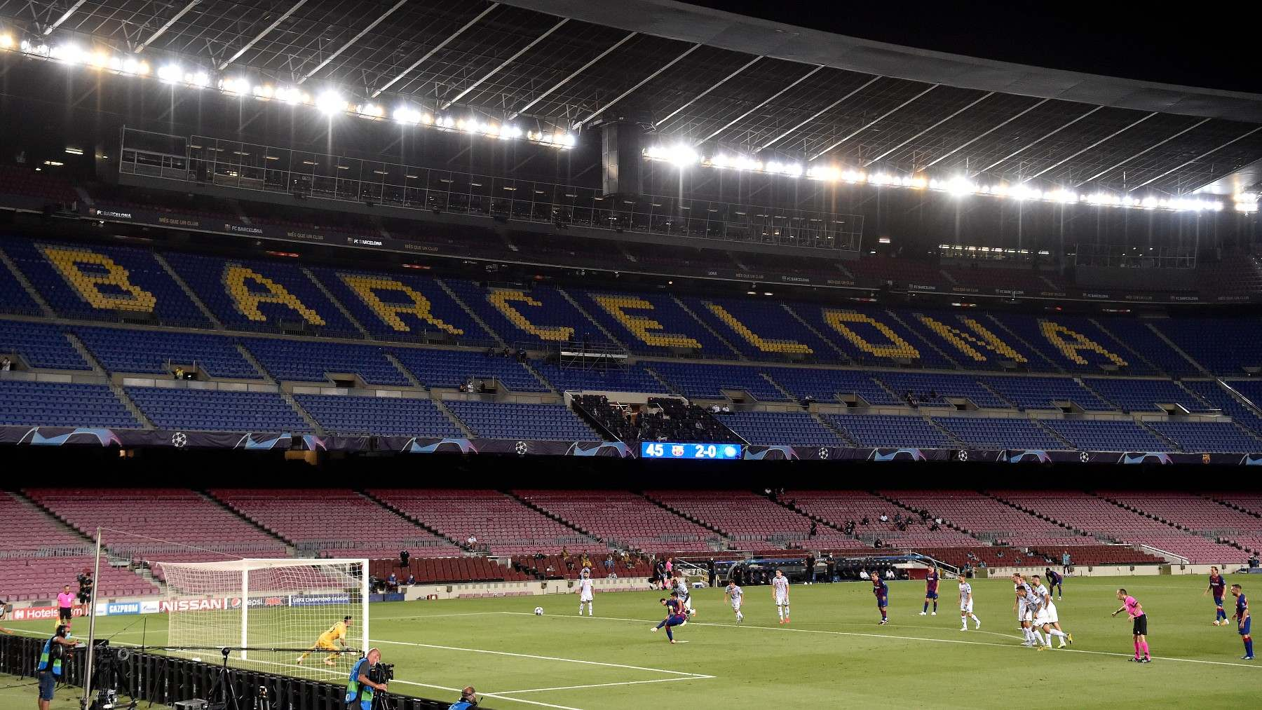 El Campo Nou vacío durante un partido del Barcelona. (AFP)