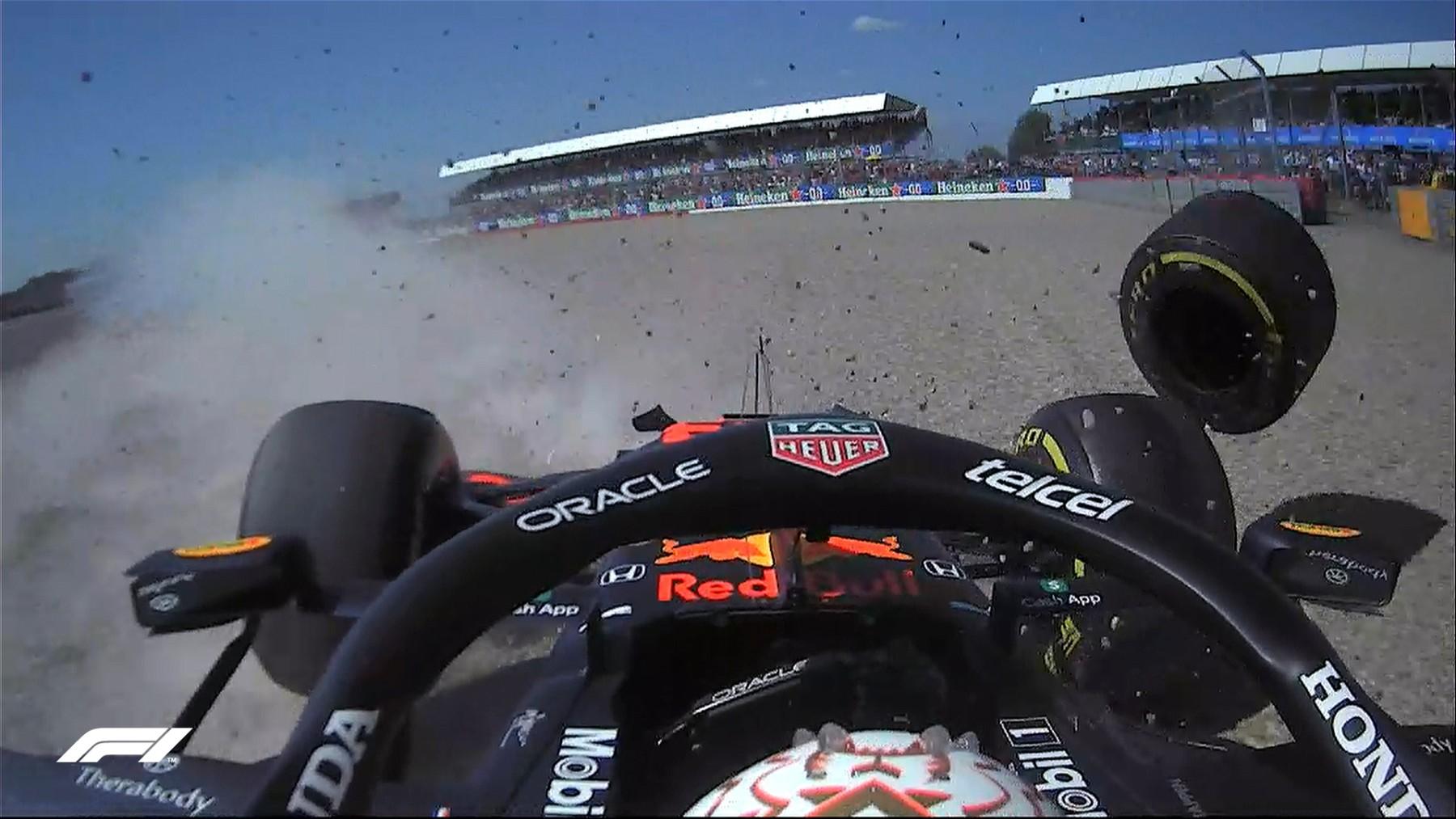 El coche de Max Verstappen en el momento del accidente. (Captura de pantalla)