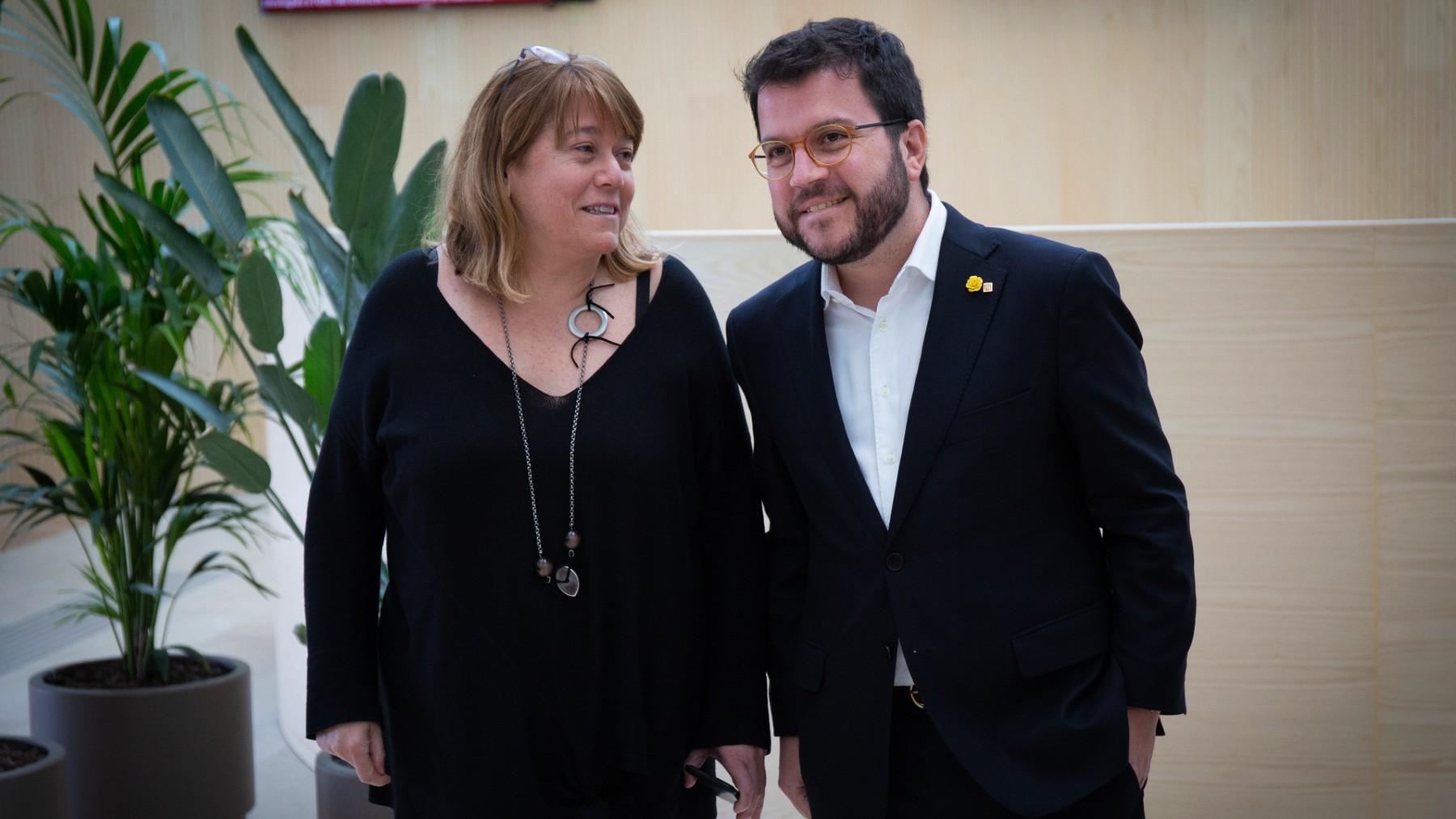 La consejera de Cultura del Govern, Natàlia Garriga, junto a Pere Aragonès. (Foto: Europa Press)