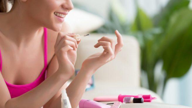 Cómo pintarse las uñas en casa consiguiendo la manicura perfecta