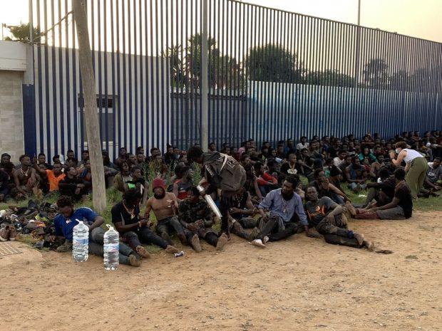 Algunos inmigrantes que saltaron esta mañana.