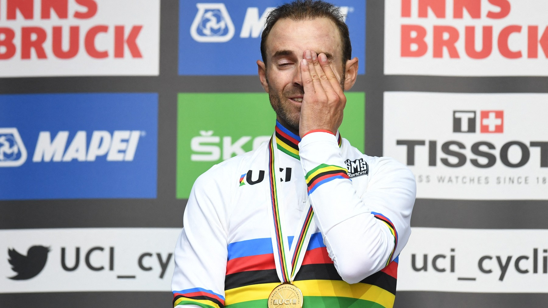 Alejandro Valverde lloró tras ser campeón del mundo en Innsbruck. (AFP)