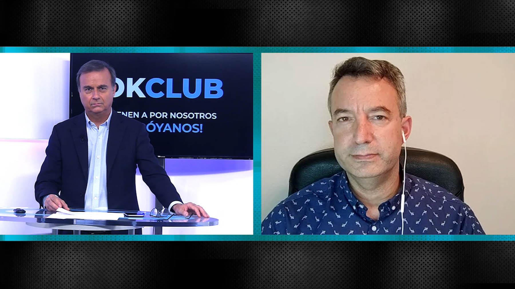 César Carballo (dcha.) es entrevistado por Vicente Gil.