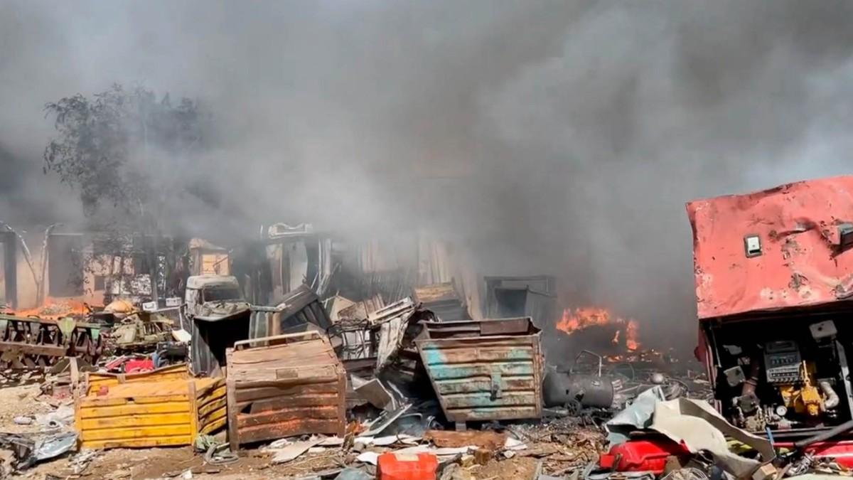 Incendio próximo a las vías del AVE.