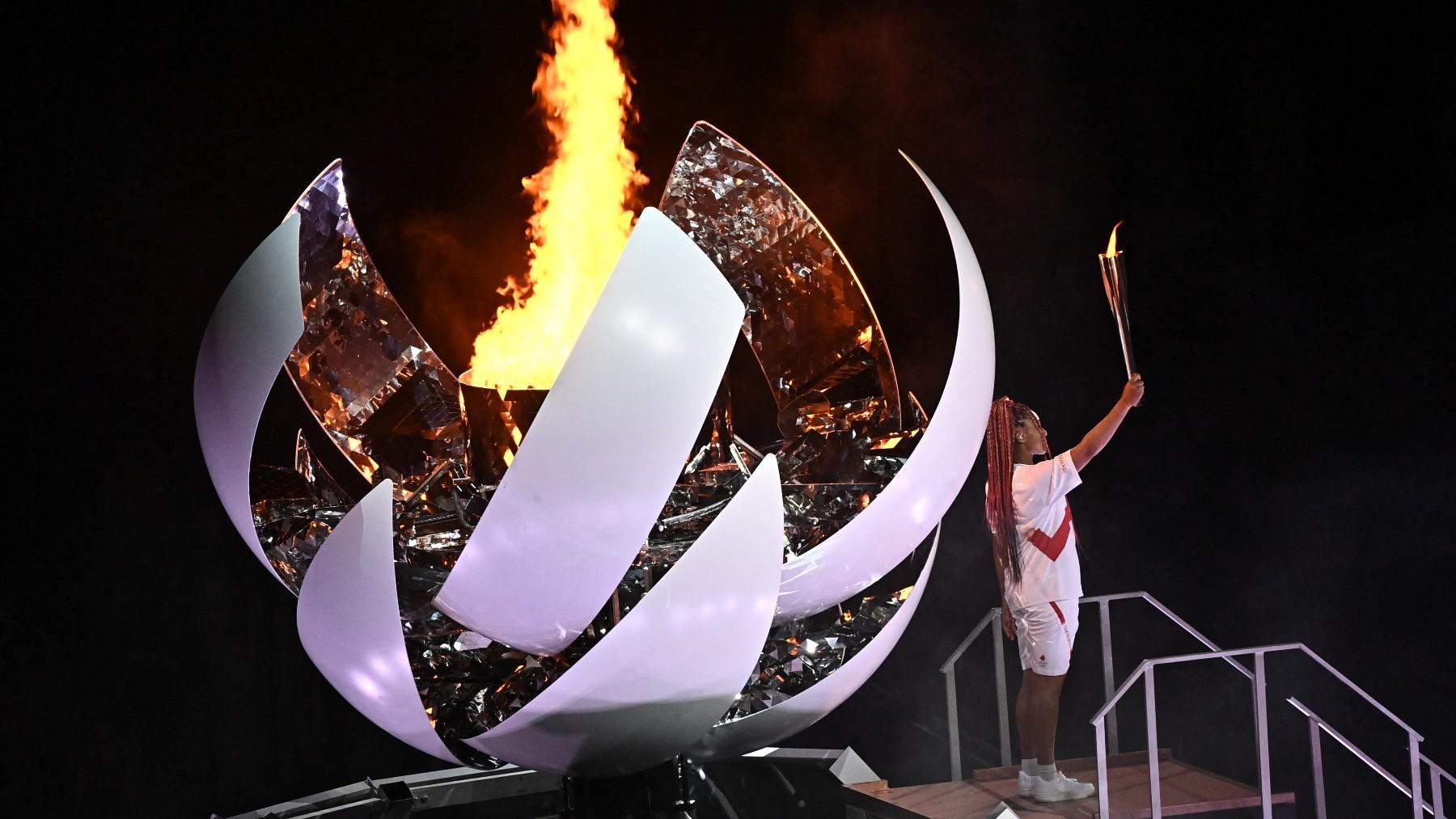 Naomi Osaka encendió la llama olímpica en Tokio. (AFP)