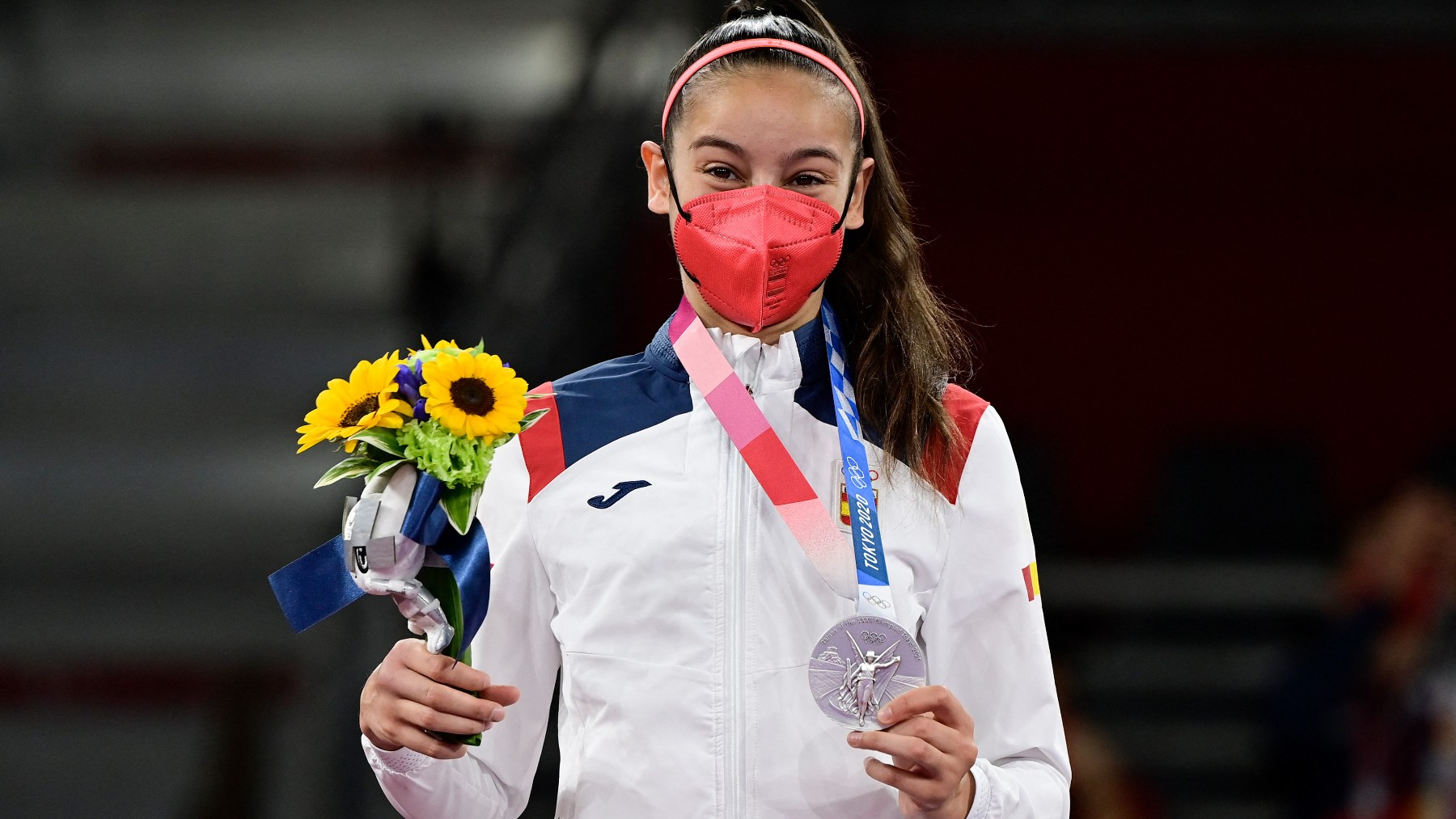 Adriana Cerezo, con la medalla de plata. (AFP)