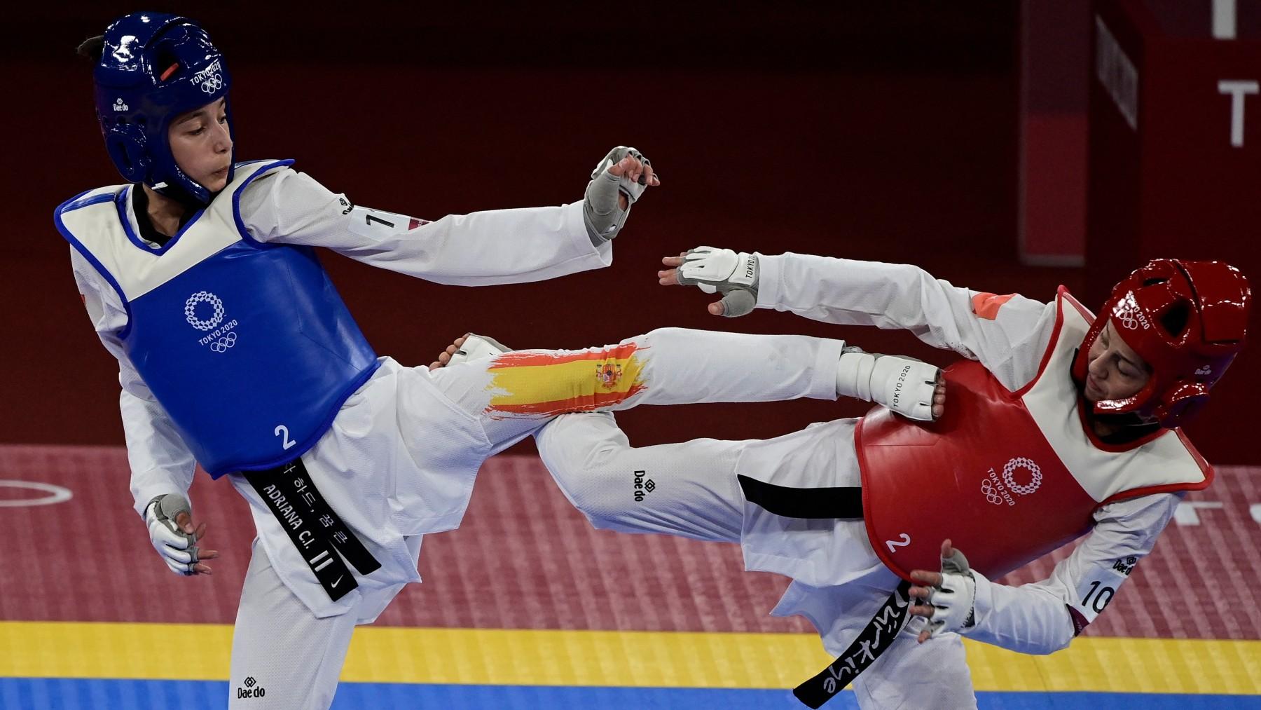 Adriana Cerezo, en el combate. (AFP)