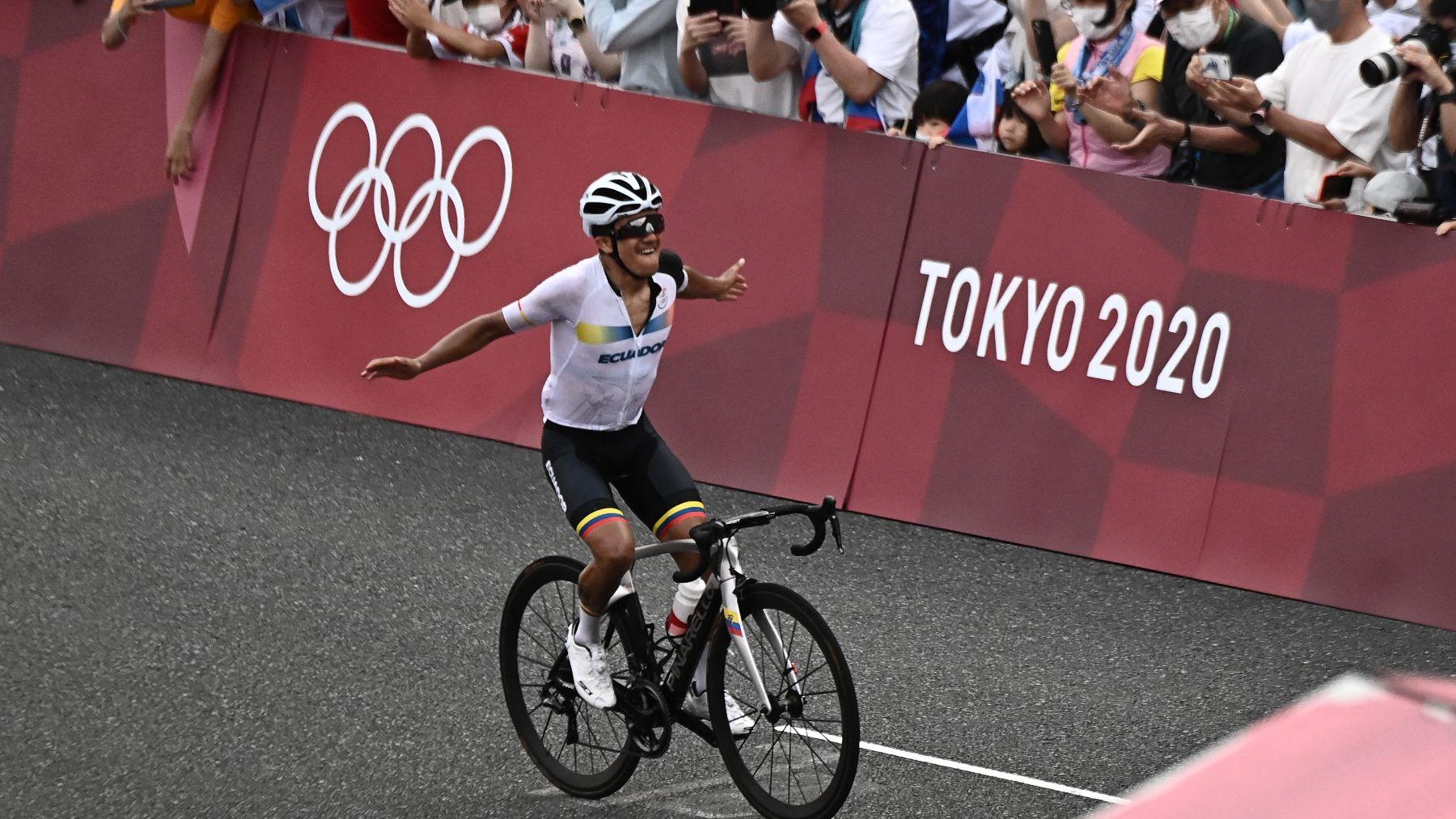 Richard Carapaz es campeón olímpico de ciclismo en ruta. (AFP)
