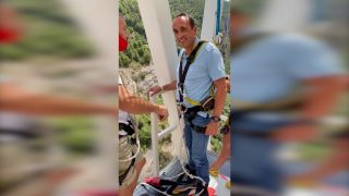 Josep Rull, el ex consejero del Gobierno de Puigdemont antes de lanzarse al vacío en un salto de Bungee Jumping.