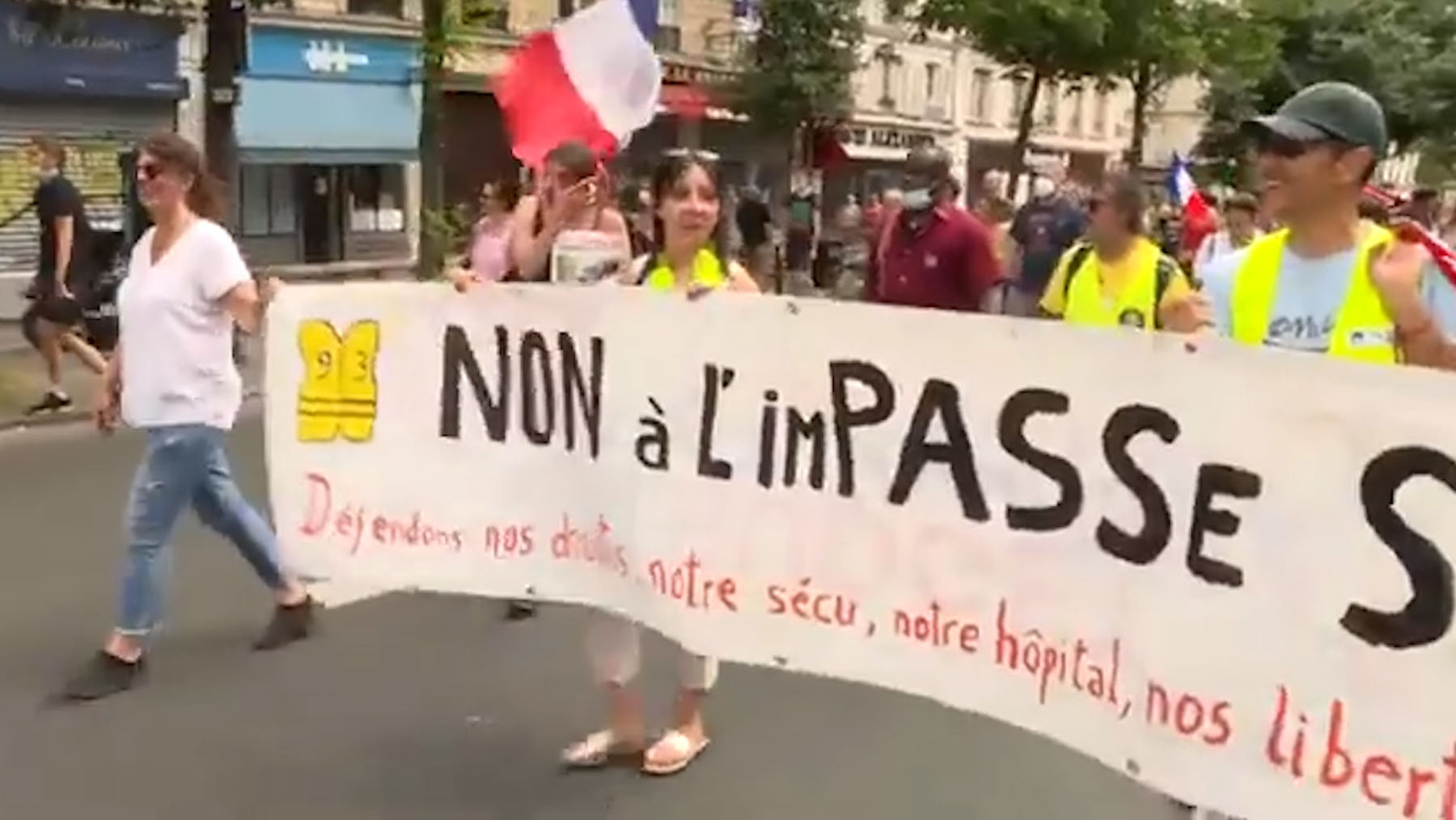Pancarta en una de las manifestaciones celebradas en Francia contra el pasaporte Covid.