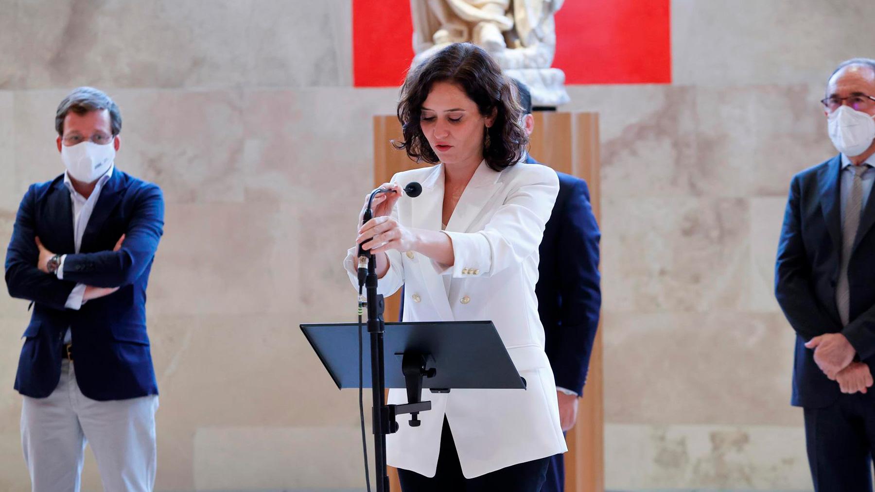 La presidenta de la Comunidad de Madrid, Isabel Díaz Ayuso, ofrece una rueda de prensa. Foto: EFE