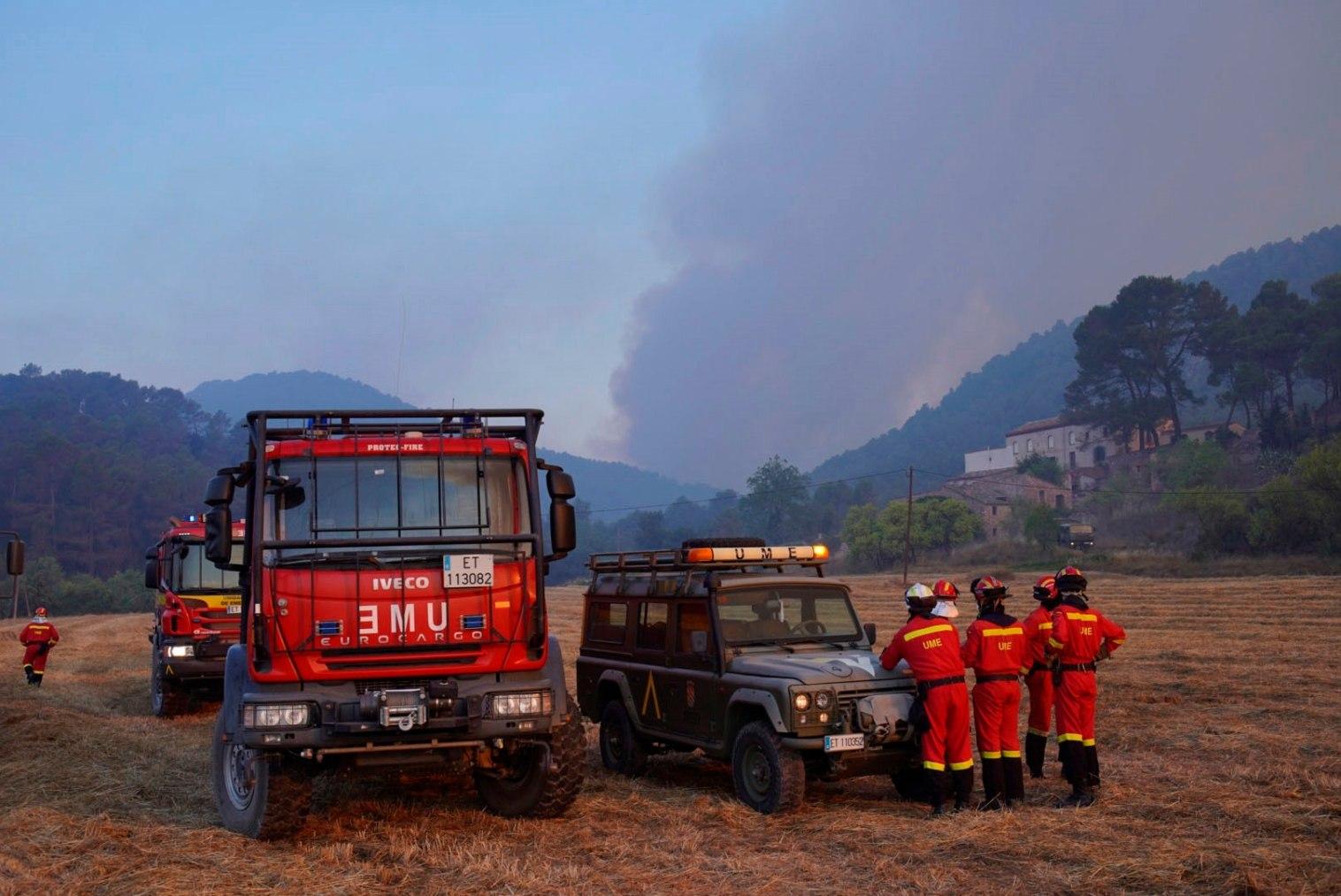 Efectivos de la UME, en el incendio de Santa Coloma de Queralt (Tarragona).