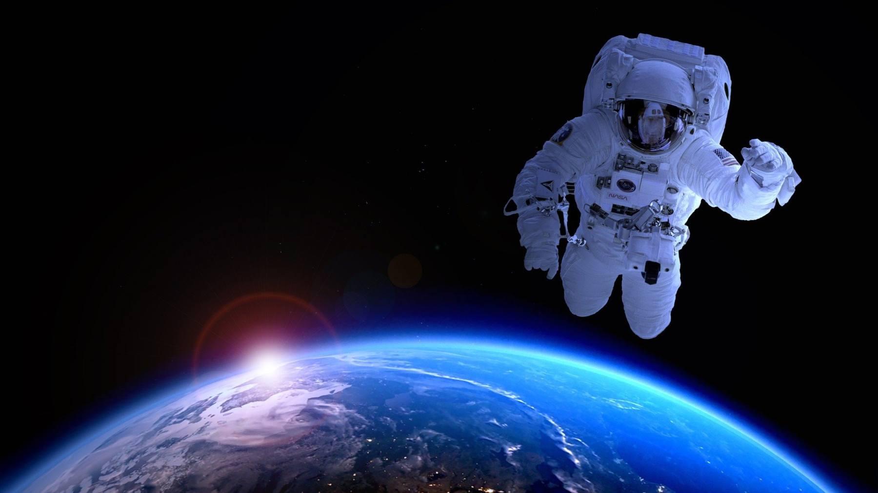 Flotan los astronautas