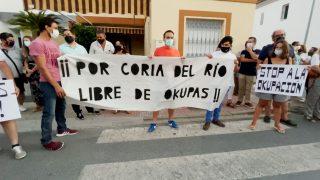 Vecinos de Coria del Río, contra la okupación.