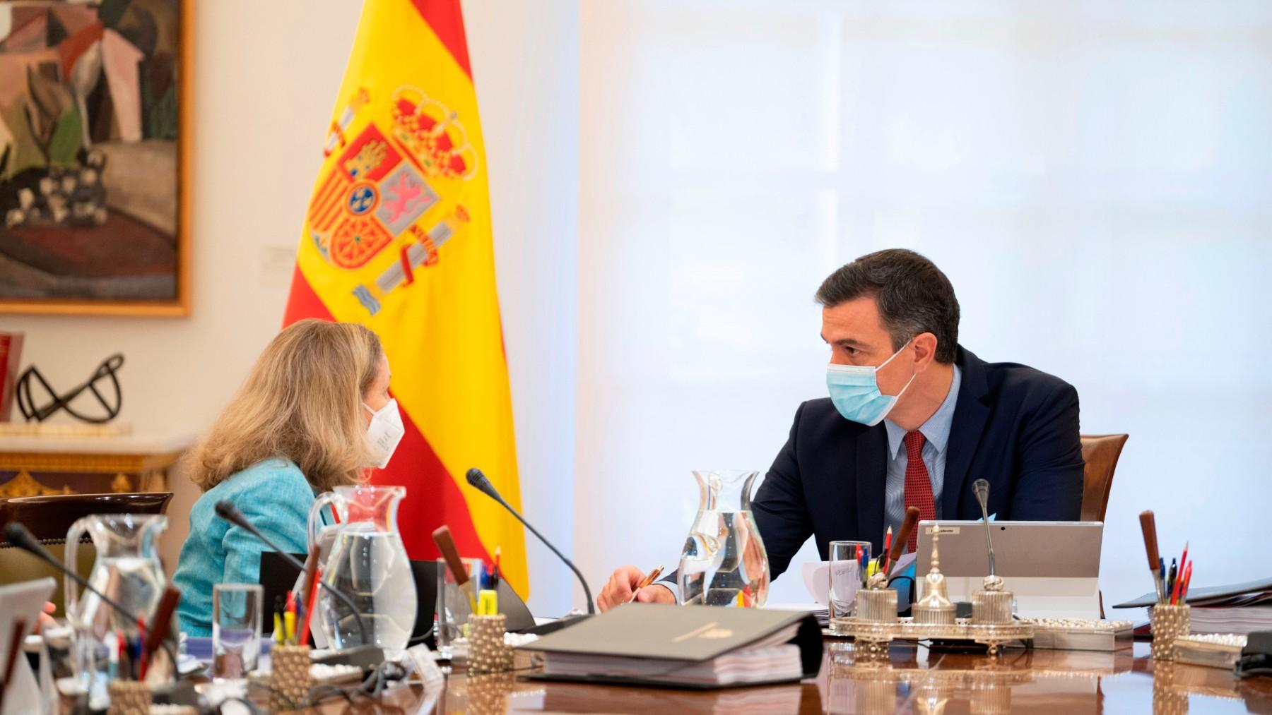 Nadia Calviño y Pedro Sánchez.