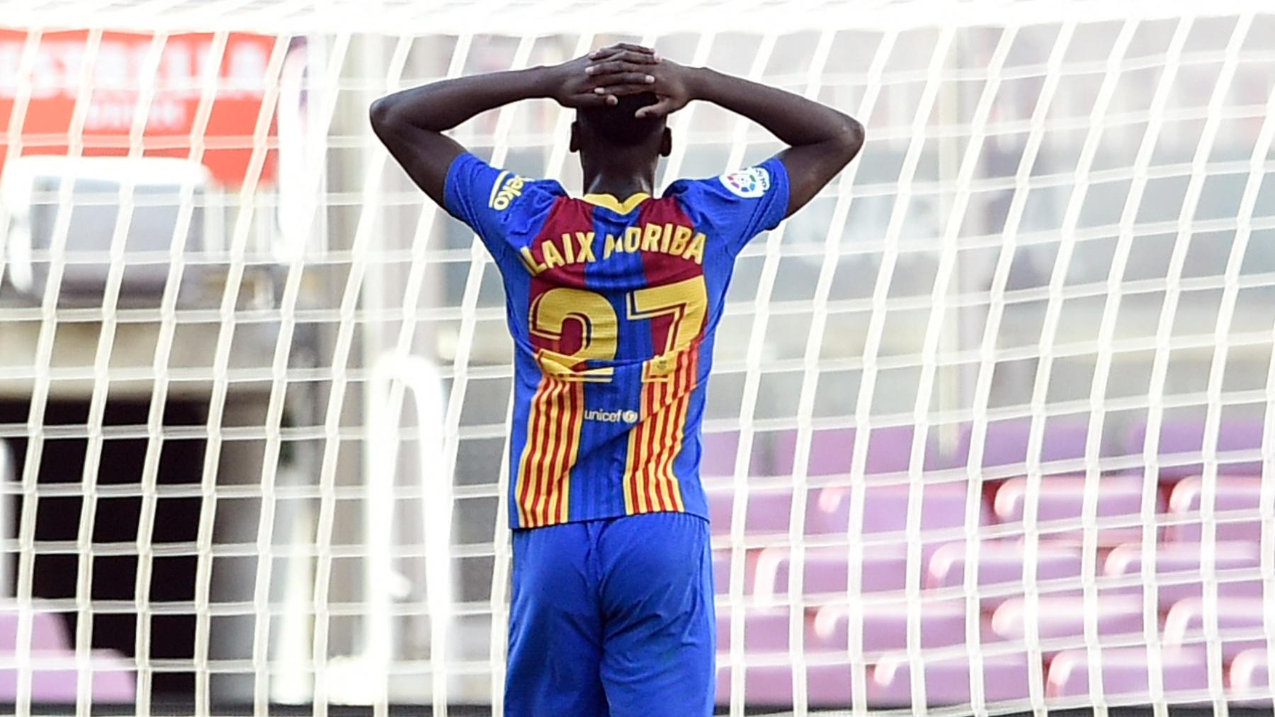 Ilaix Moriba se lamenta durante un partido con el FC Barcelona. (AFP)