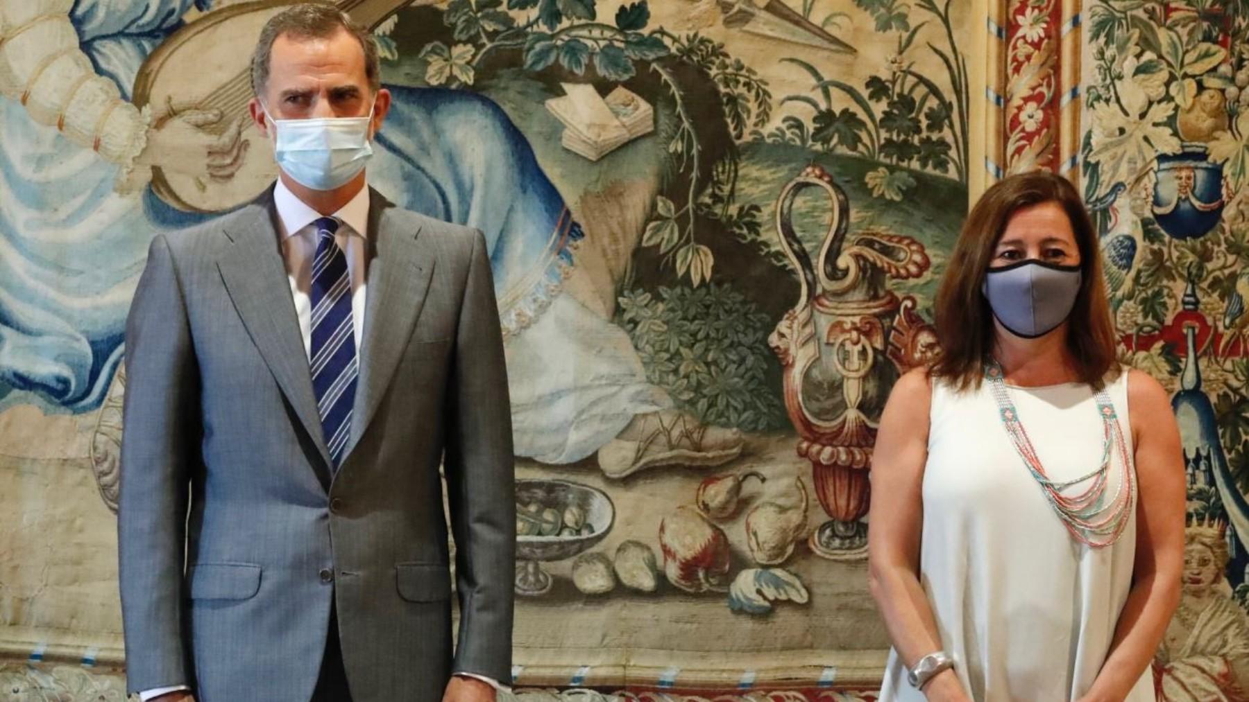 El Rey Felipe VI y Francina Armengol, presidenta de Baleares.