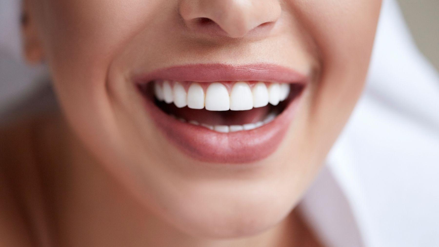 Trucos para quitar manchas de tabaco de los dientes