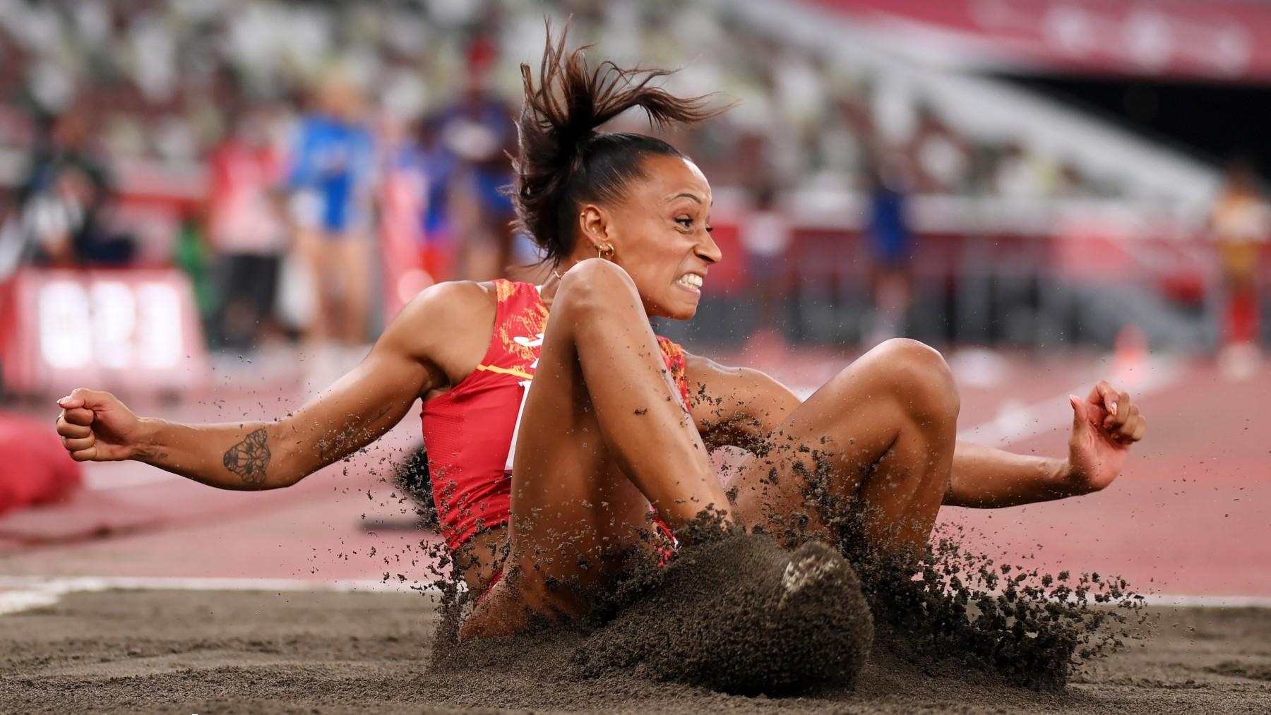 Ana Peleteiro, tras su salto. (Getty)