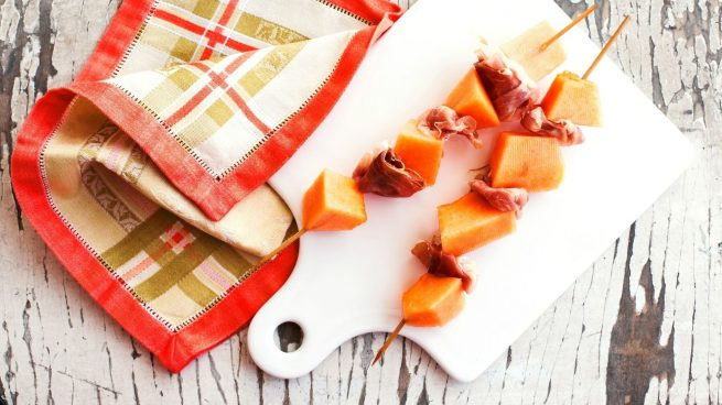 brochetas de melón y jamón
