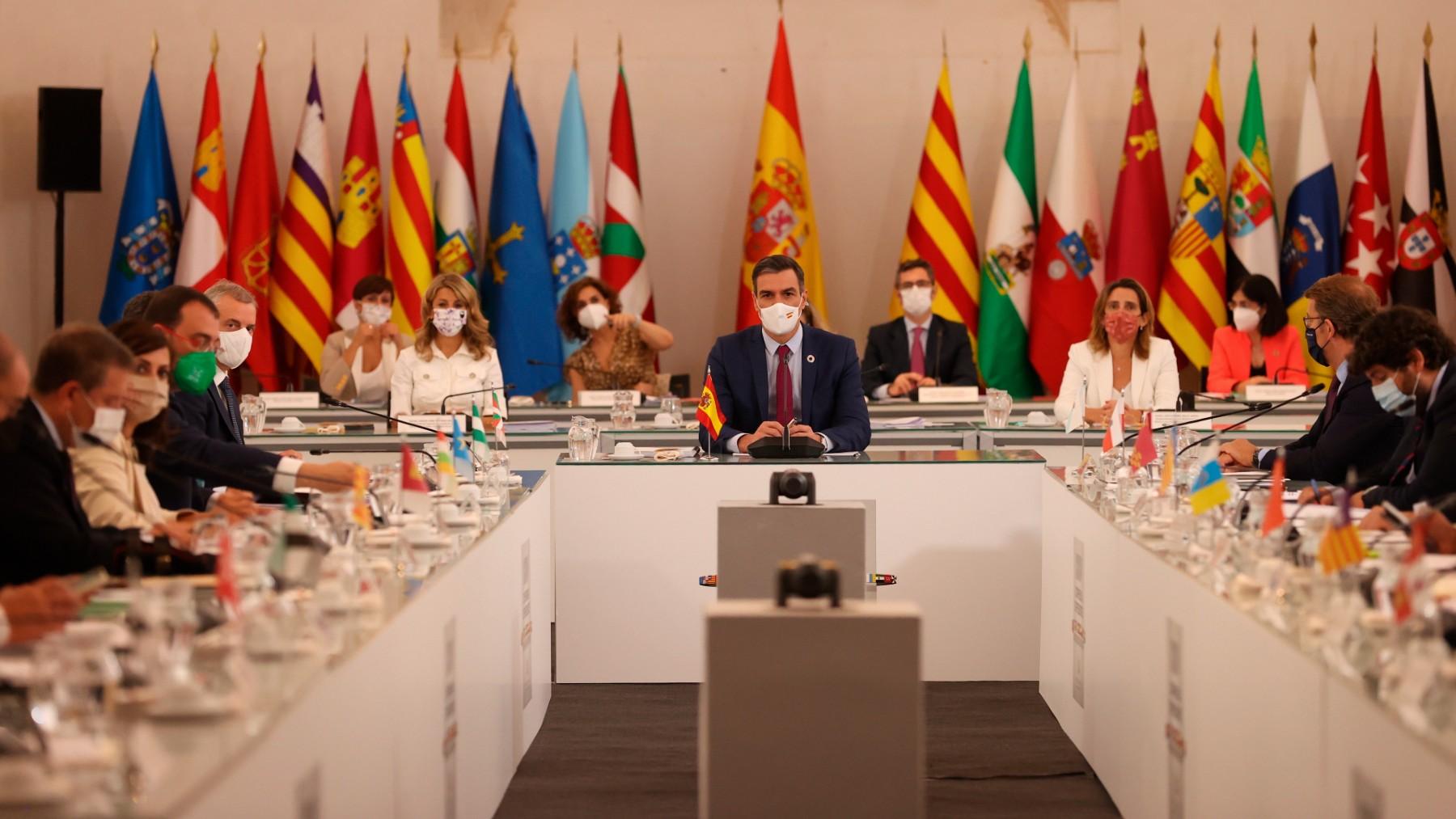 La XXIV Conferencia de Presidentes presidida por Pedro Sánchez. (Foto: Efe)