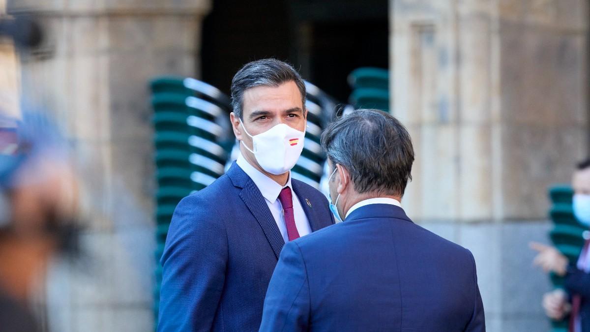 El presidente del Gobierno, Pedro Sánchez, a su llegada a la Plaza Mayor de Salamanca.