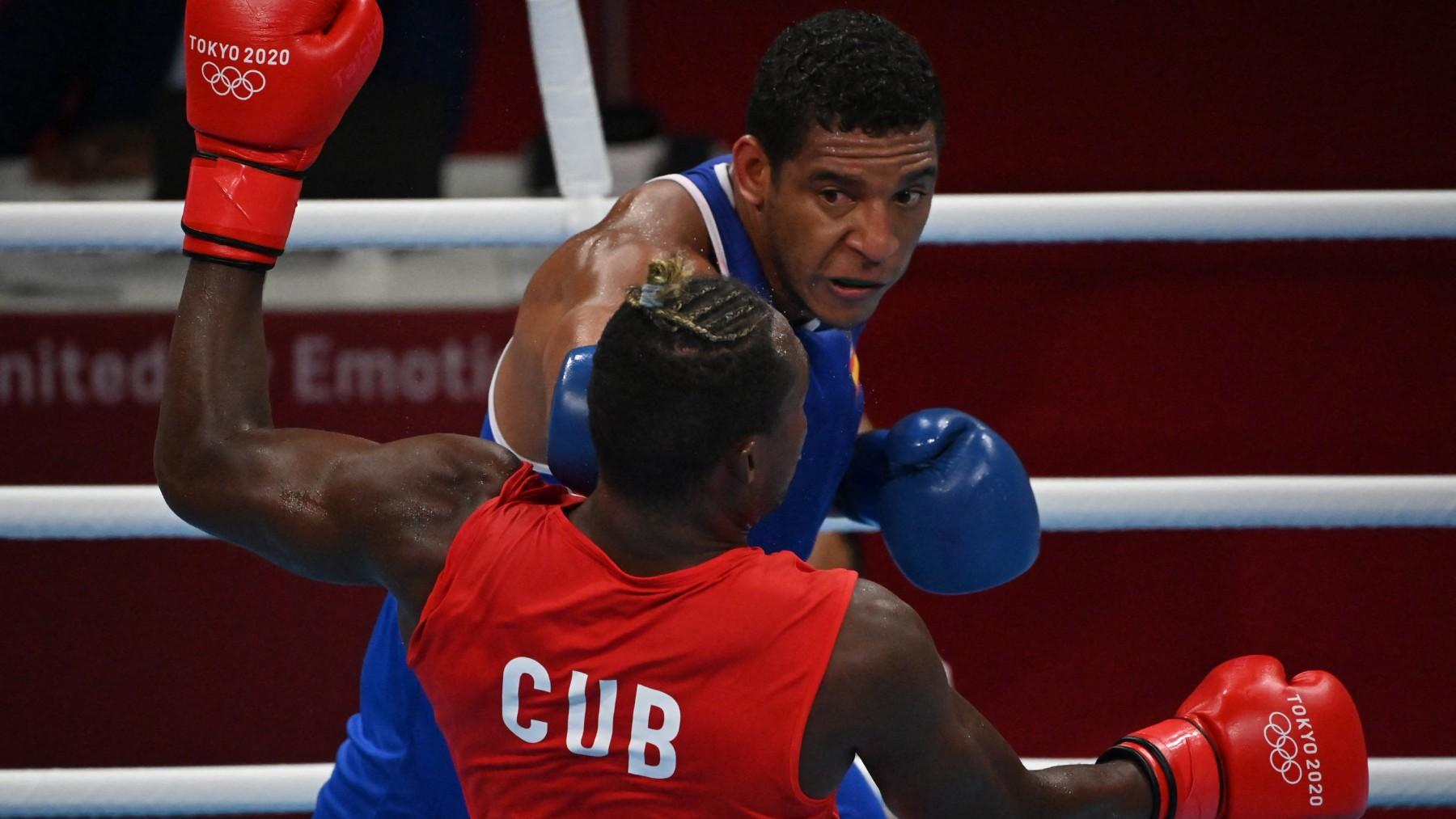Reyes Pla golpea a La Cruz. (AFP)