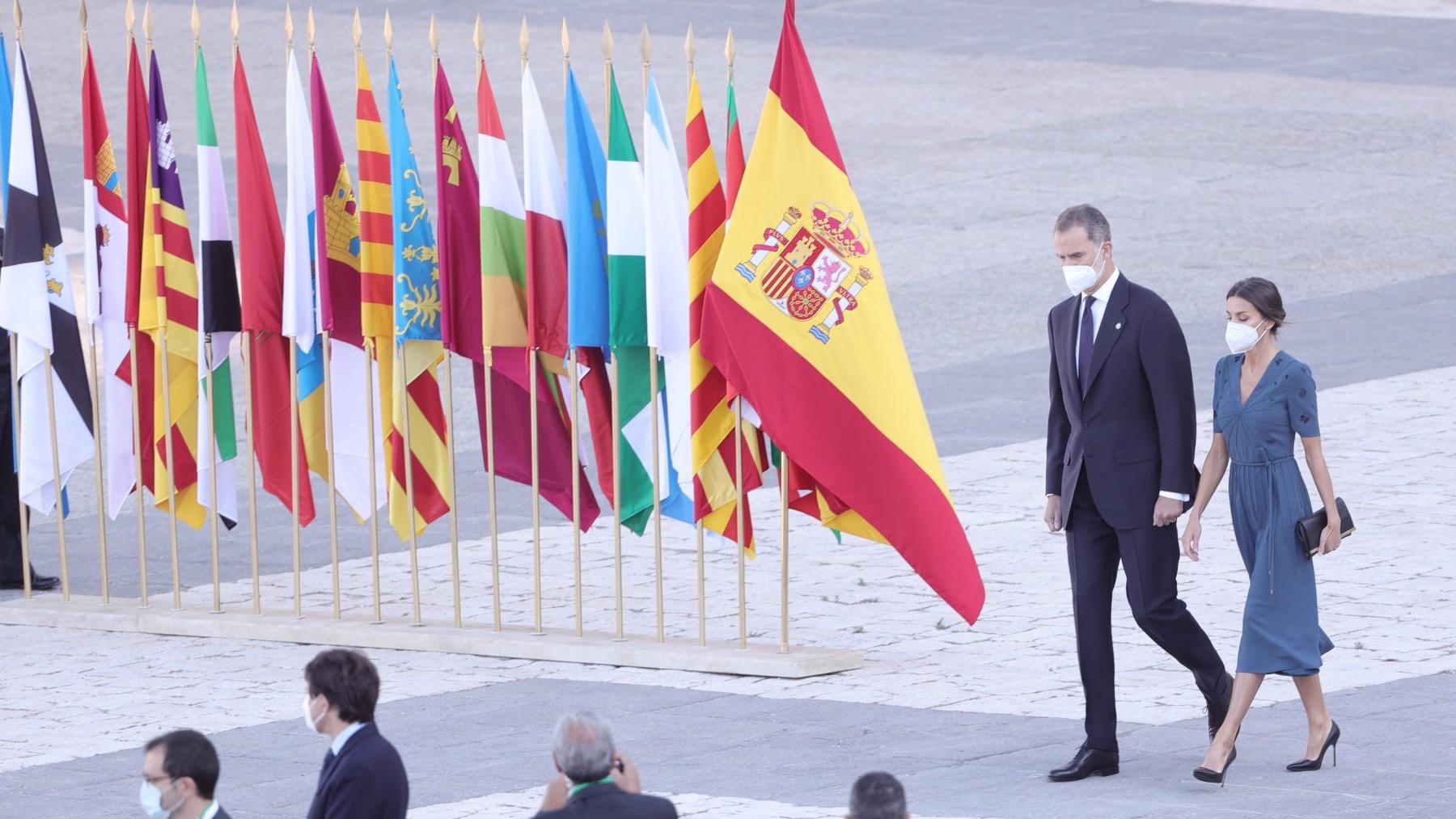El Rey Felipe VI y la Reina Letizia durante el homenaje a las víctimas del Covid.