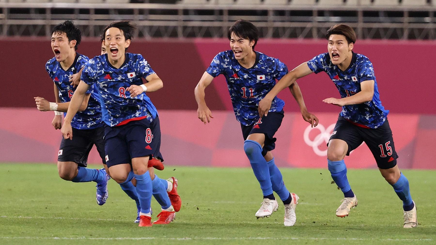 Los jugadores de Japón celebran el pase a semifinales. (Getty)