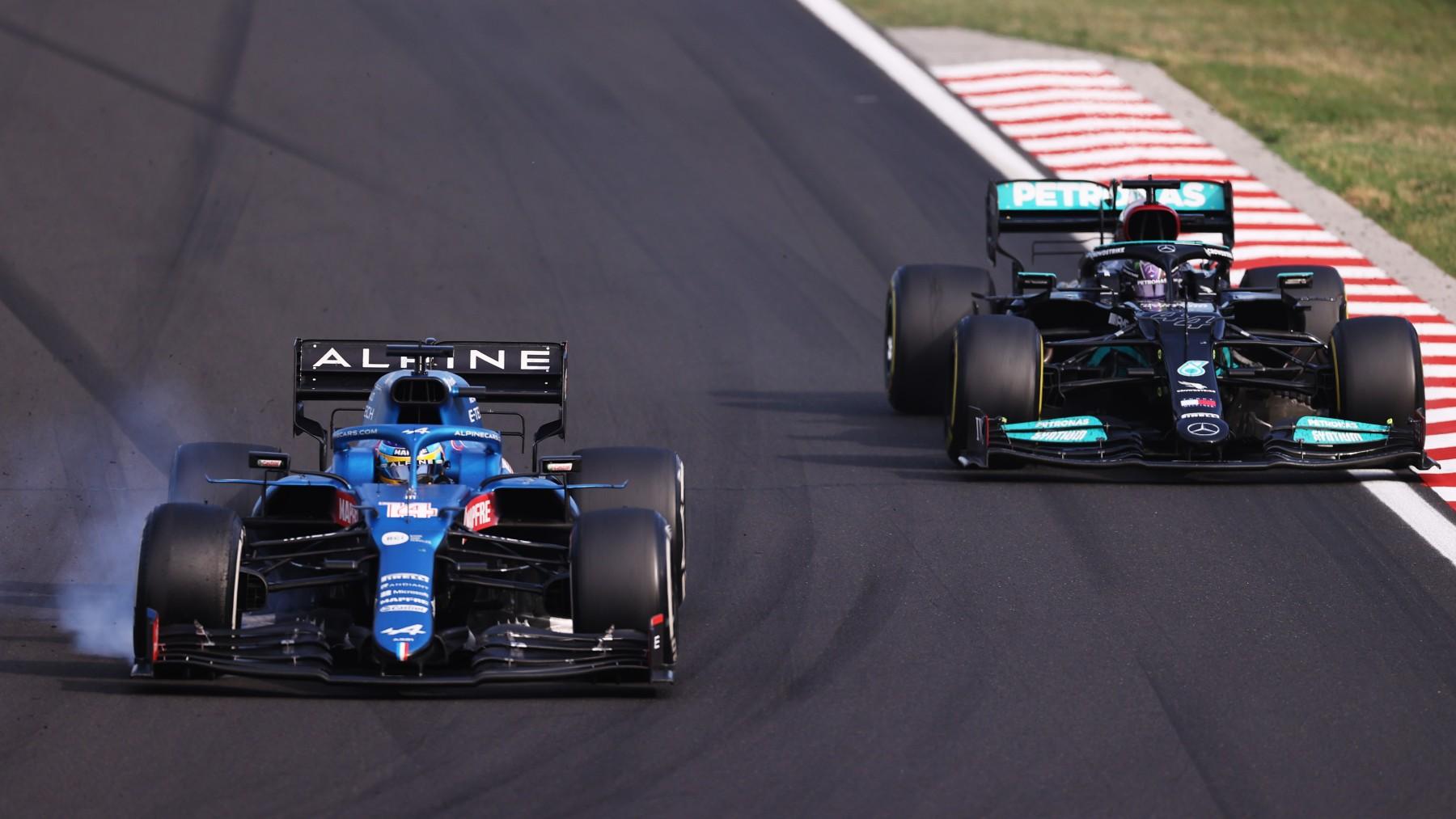 Fernando Alonso y Lewis Hamilton, en el GP de Hungría. (Getty)
