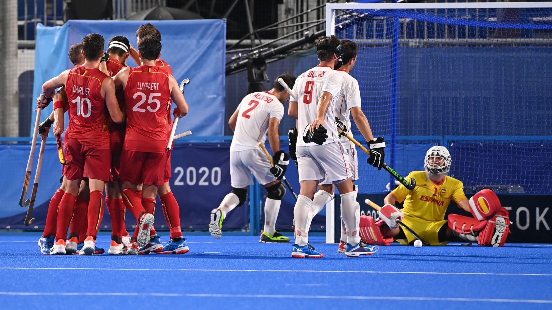 Los belgas celebran un gol contra España. (AFP)