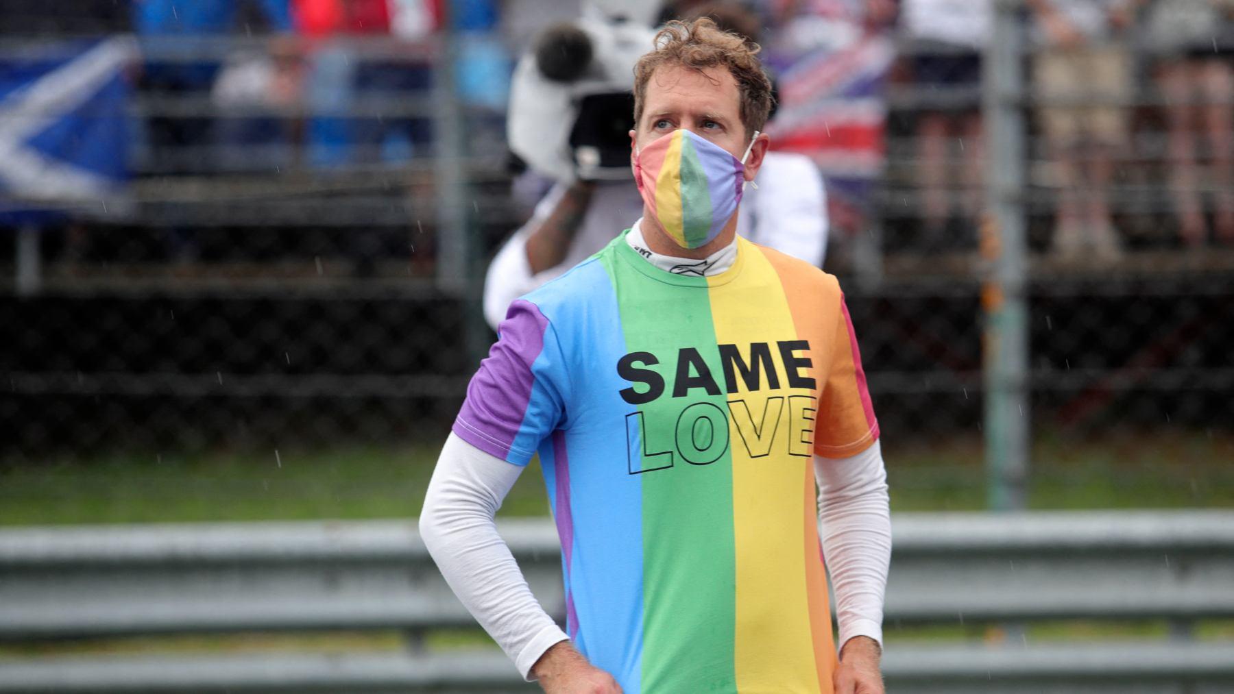 Sebastian Vettel con una camiseta LGTBI. (AFP)