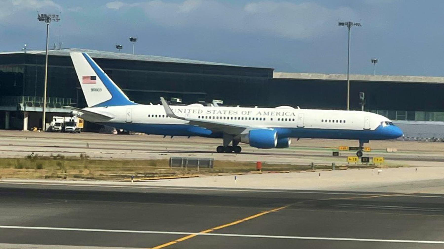 El Air Force Two en el aeropuerto de El Prat.