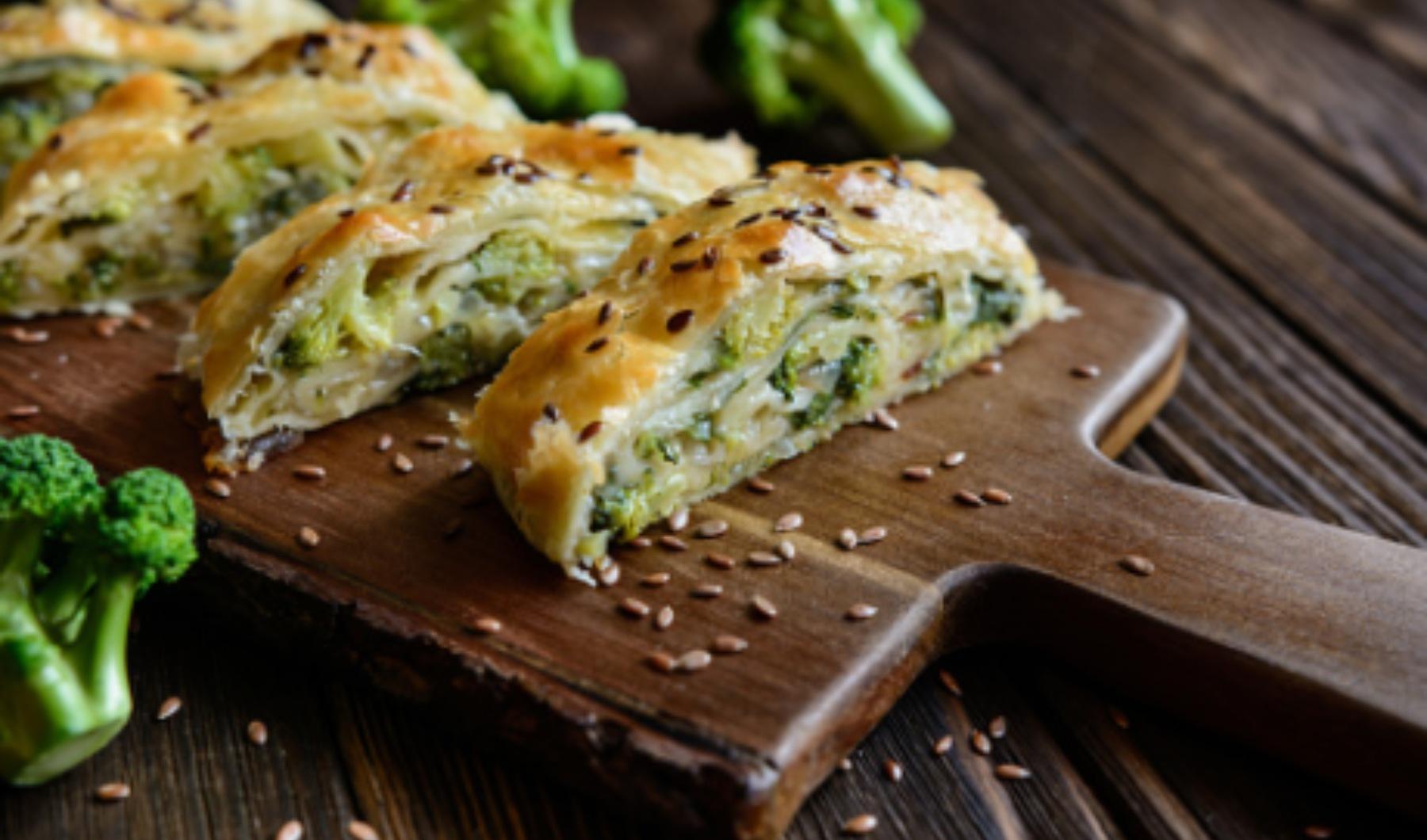 Pastel de brócoli con queso al microondas, receta saludable lista en 15 minutos