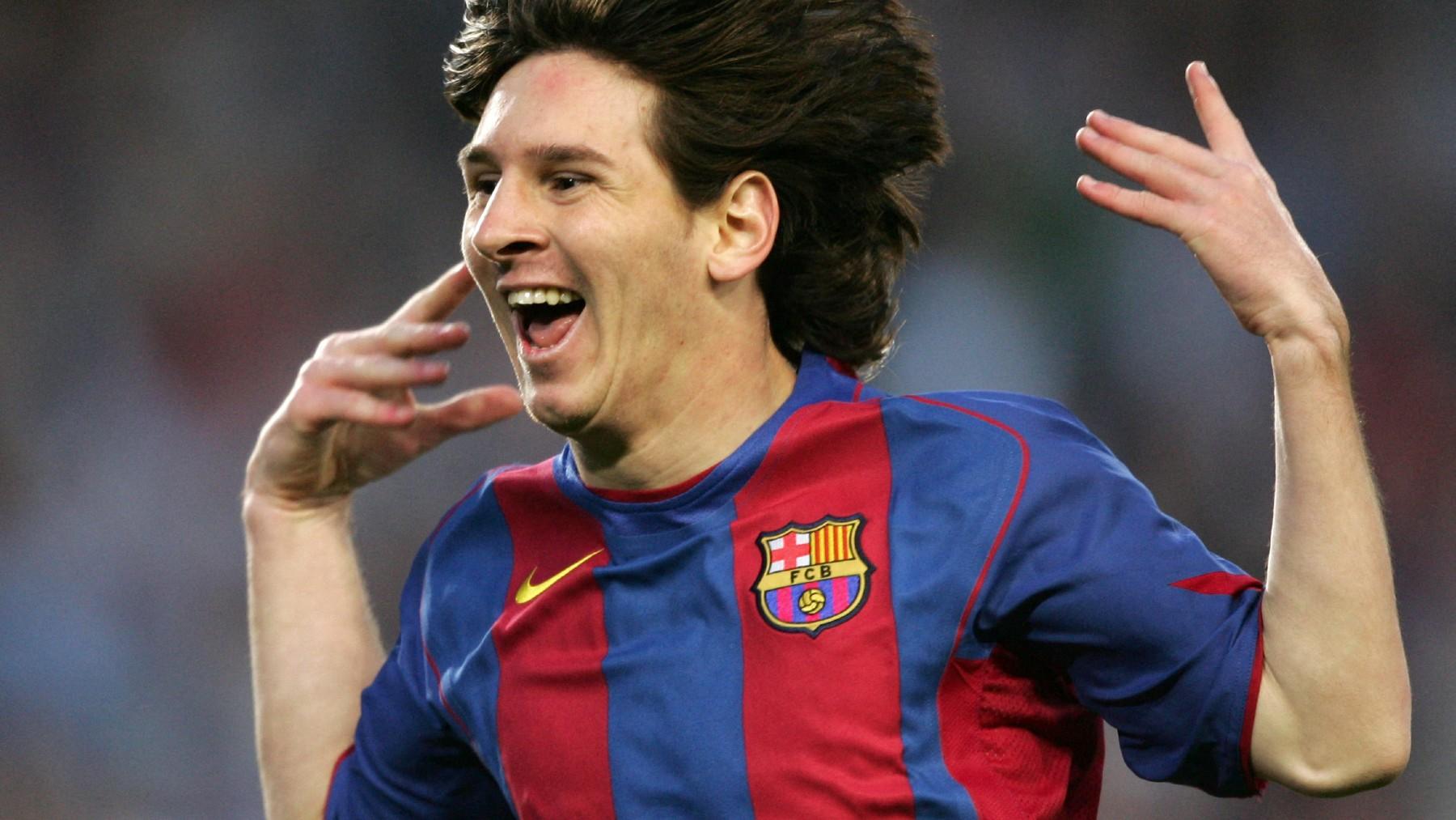 Messi celebra su primer gol con el Barcelona. (AFP)