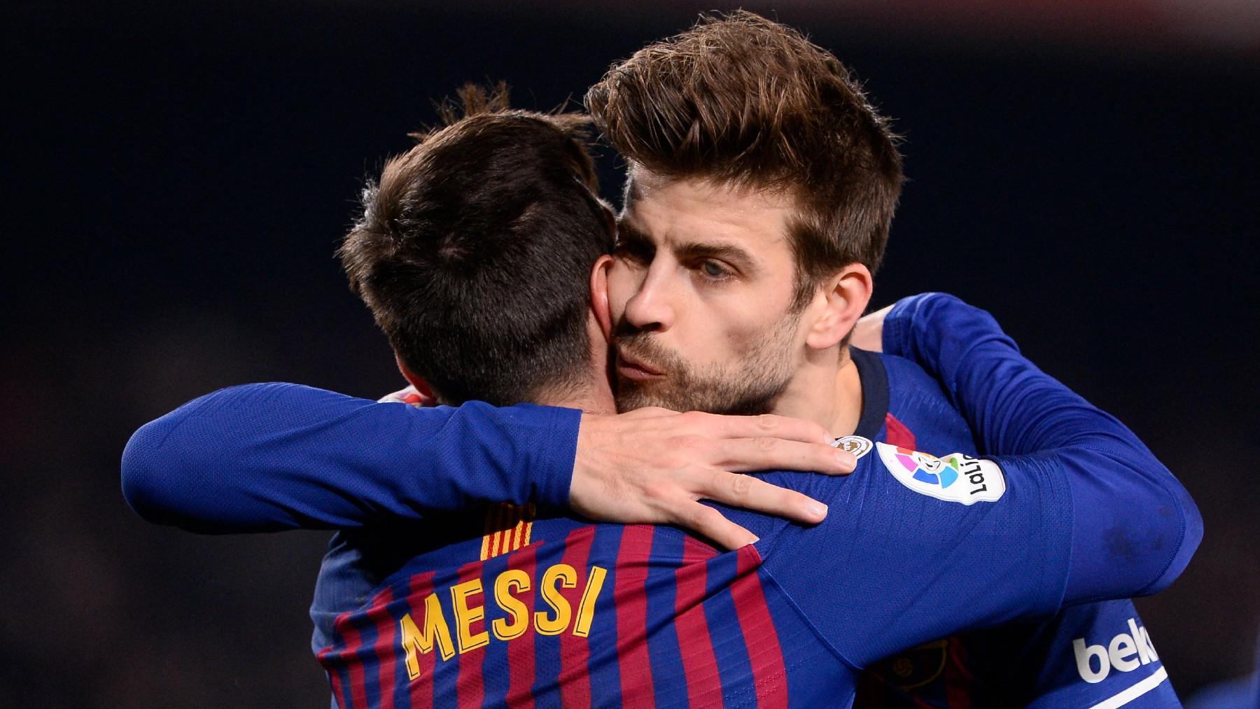 Piqué y Messi celebran un gol del argentino con el Barça. (AFP)