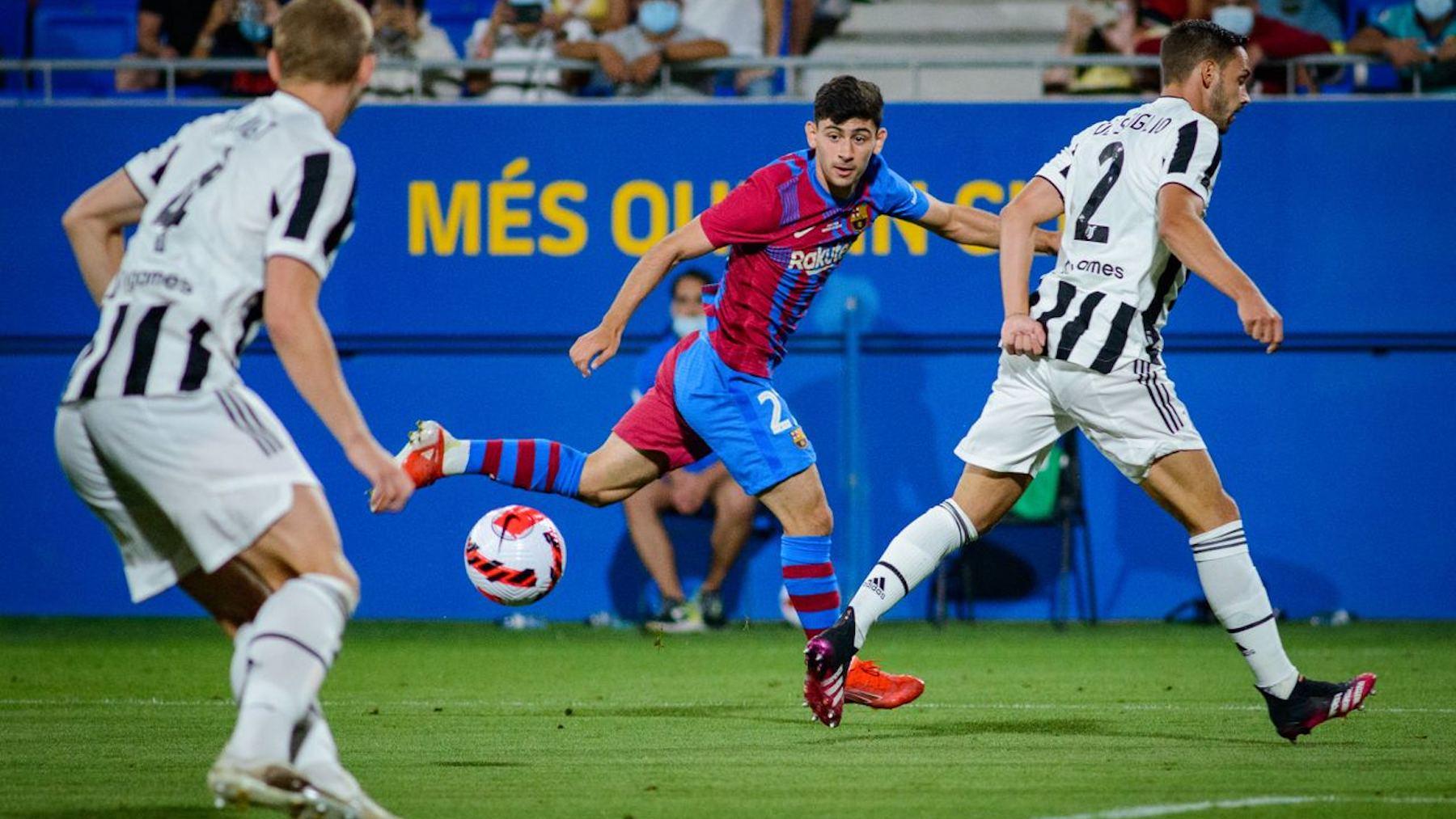 El culé Demir, en una acción del partido ante De Sciglio. (@FCBarcelona_es)