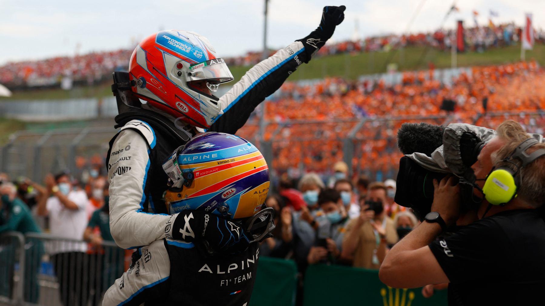 Fernando Alonso celebra la victoria de Esteban Ocon. (AFP)
